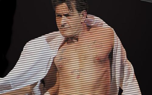 Lối sống trác táng, nghiện sex khiến Charlie Sheen nhiễm HIV.