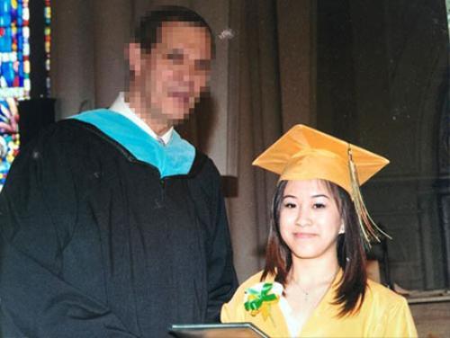 Thanh Trúc trong một lần nhận bằng cử nhân cuối khoá. Cô được đánh giá là sinh viên xuất sắc của ngành Y của một trường Đại học ở Mỹ.