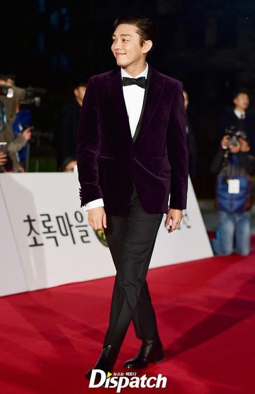 Tài tử trẻ Yoo Ah In được dự báo tiếp tục càn quét giải thưởng.