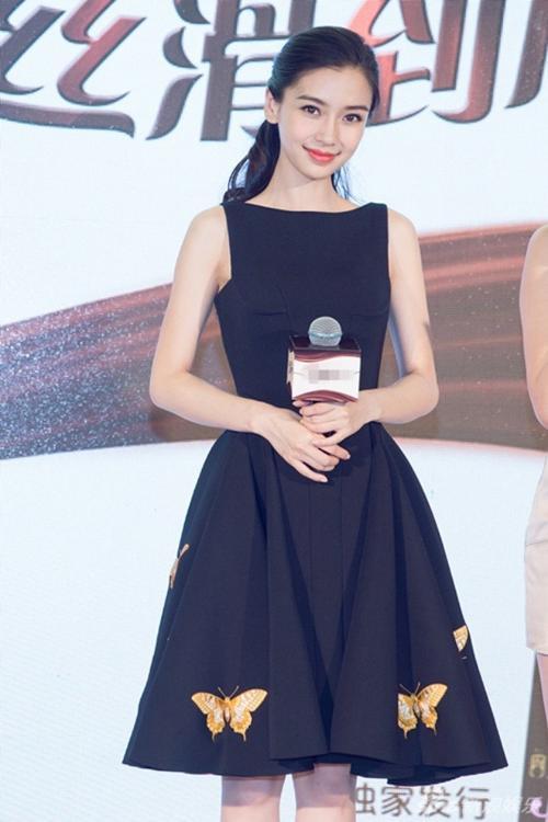 Sau đám cưới với Huỳnh Hiểu Minh, tên tuổi của chân dài sinh năm 1989 tăng lên đáng kể. Nhiều ý kiến đánh giá vì thế cô đưa ra những yêu cầu sang chảnh với ban tổ chức.