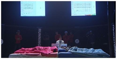2 kiều nữ đọ tài ngủ trong cuộc thi.