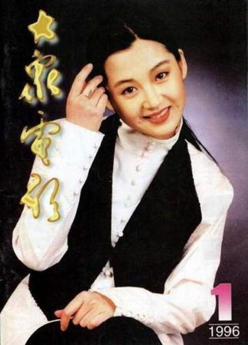 Hứa Tịnh với nét đẹp thanh tú. Nàng Nhậm Doanh Doanh giờ dù không còn trẻ nhưng vẫn rất nổi tiếng.