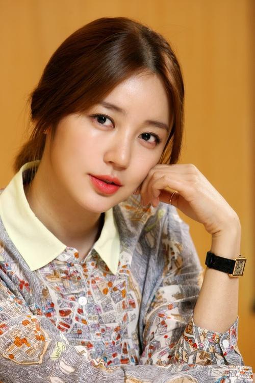 Người đẹp Hoàng cung dù vướng tranh cãi đạo nhái thiết kế thời trang nhưng ở Trung Quốc, công chúng không mấy bận tâm vì cô kém nổi hơn.