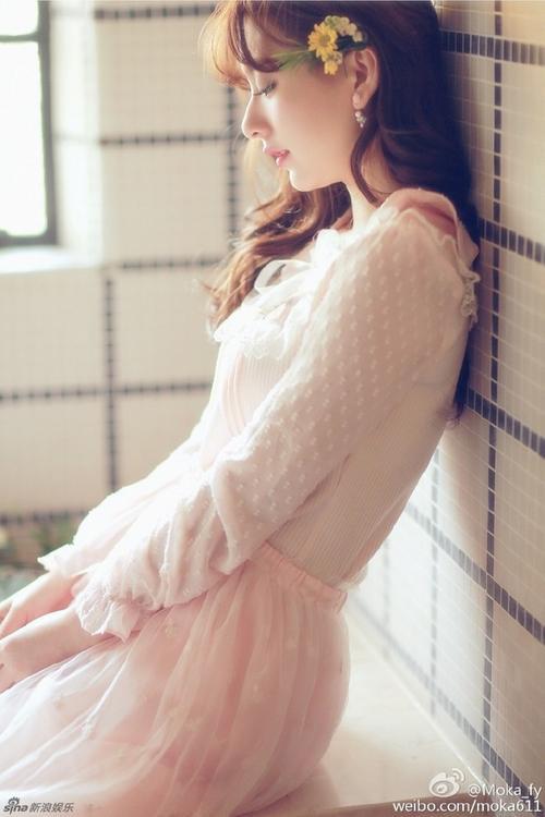 Phương Viên chỉ là người mẫu trên mạng. Theo tin tức, cô hẹn hò với Quách Phú Thành khoảng 1 tháng nay.