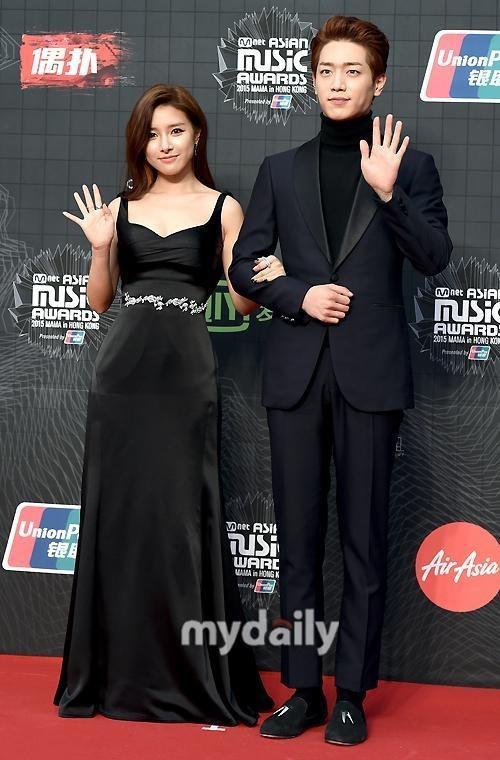 """""""Nàng cháo"""" Kim So Eun xinh đẹp nhẹ nhàng với đầm"""