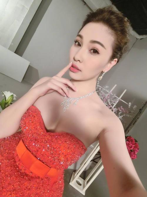 Quay trở lại showbiz, Quỳnh Thư bắt đầu bằng việc giảm cân, rèn luyện vóc dáng.