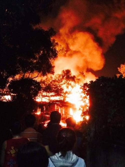 Hiện trường vụ cháy lớn ở Biên Hòa khiến người dân hoảng sợ - (Ảnh: Vô Tư Âu Dương).