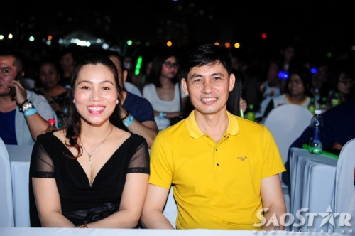 Bố mẹ của Sơn Tùng M-TP được sắp xếp ngồi ở hàng ghế đầu để tiện theo dõi con trai mình biểu diễn.