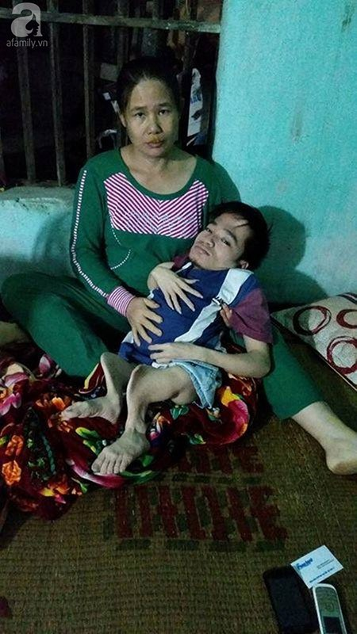 Nhiều năm qua, Hà cùng mẹ đã phải trải qua nhiều nỗi đau đớn, bất hạnh.