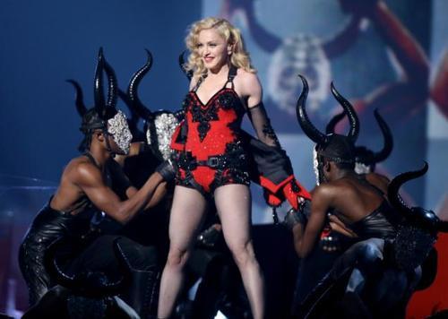 Nữ hoàng nhạc pop đang bận rộn đi tour.
