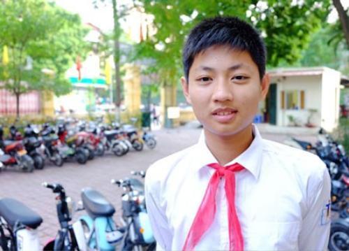 Lương Hoàng Tùng (lớp 9H1 THCS Trưng Vương), học sinh Việt Nam đầu tiên đạt huy chương Vàng giải Vô địch các đội tuyển Toán quốc tế.