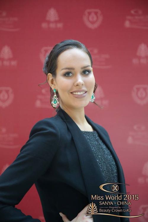 Người đẹp Phần Lan giống một nhân viên văn phòng hơn và phong thái tự tin của một hoa hậu.