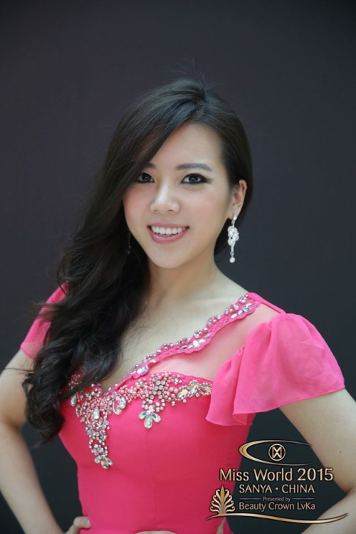 Thay vì sẽ mang một nét đẹp đặc trưng của Hàn Quốc, bóng hồng này như một cô gái lai từ nhiều dòng máu khác nhau, khiến gương mặt chỉ ở mức tạm được chứ chưa thật sự đặc biệt.