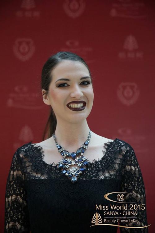 Cách trang điểm lỗi, biến hoa hậu Macedonia thành một cô gái tiệc tùng đang dự tiệc Halloween.