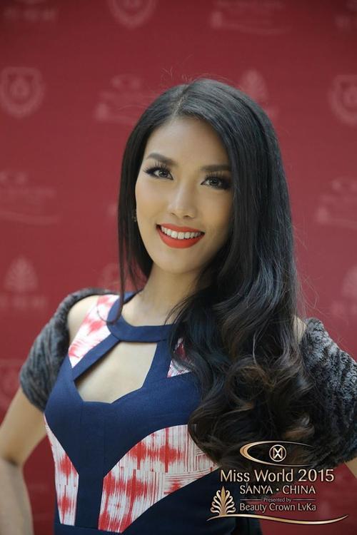 Vẻ đẹp của Lan Khuê trước đó vốn đã không cần sự hỗ trợ của photoshop. Cho nên lần này, thử thách rời xa photoshop có vẻ như vô tác dụng đối với cô.