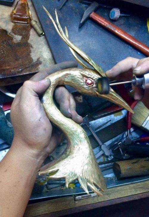 Mấn được rất nhiều nghệ nhân tỉ mỉ làm bằng tay trong một thời gian dài.