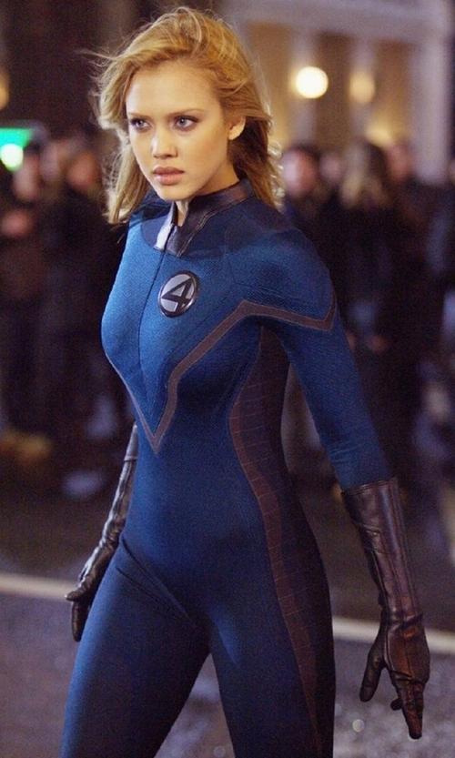 """Thế hệ 8X hẳn còn nhớ rõ nữ siêu anh hùng có ngoại hình """"bốc lửa"""" này."""
