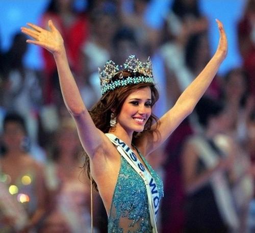 María Julia Mantilla - Hoa hậu Thế giới 2004 là người không biết nói tiếng Anh.