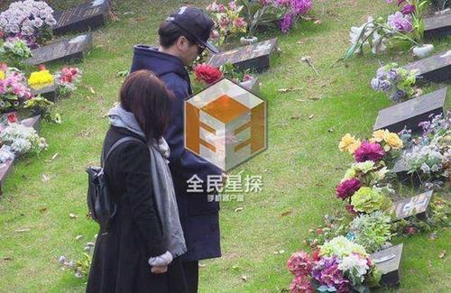 Cả hai còn tranh thủ đi thăm mộ tổ của gia đình Trần Hiểu.