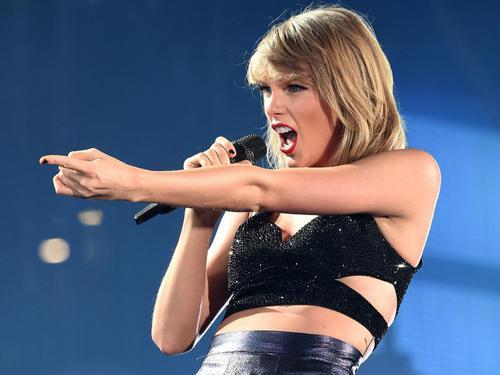 Taylor từng kiện nhiều đơn vị lợi dụng tên tuổi hay hình ảnh của cô.