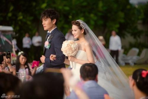 Cô dâu 46 tuổi Y Năng Tịnh.