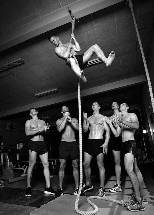 Rèn luyện sức khỏe hàng ngày là một thói quen để các chàng trai sẵn sàng lao ra ngoài đời cứu lấy nhiều sinh mạng.