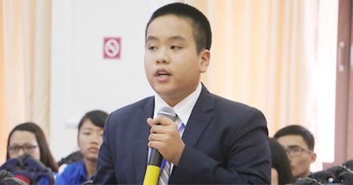 Đỗ Nhật Nam chia sẻ tại buổi tọa đàm.