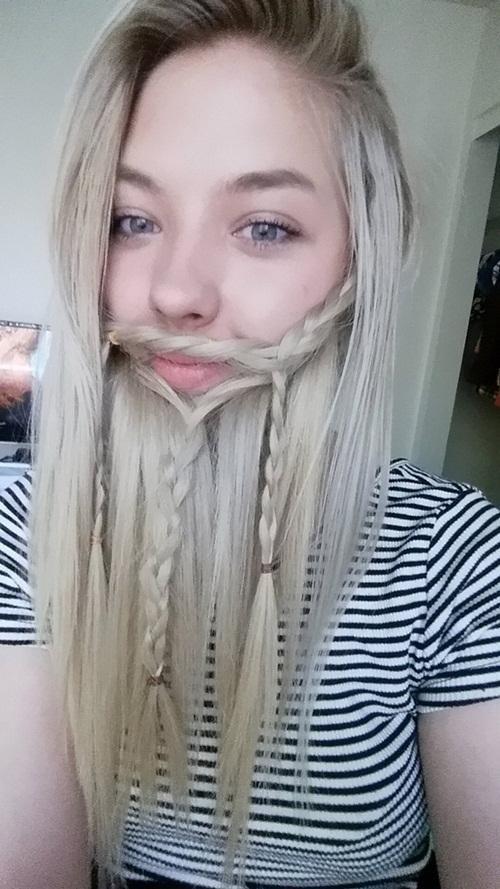 Nhiều người đàn ông sẽ phải ghen tị với những bộ râu dài mượt đủ mọi loại phong cách từ thợ săn đến thuật sĩ cổ đại, chiến binh đến người lùn của các cô gái.