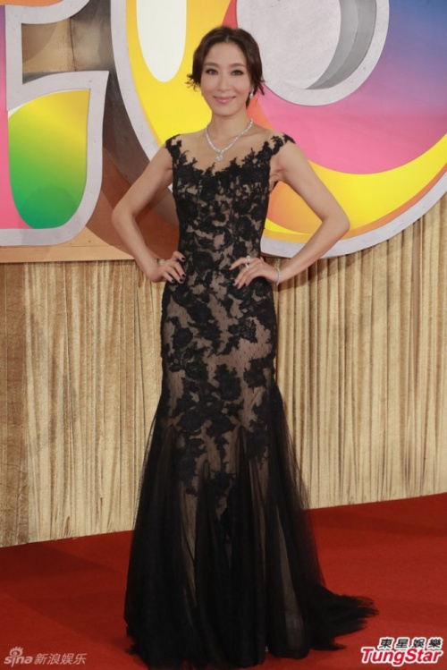 Dương Di cũng chọn váy xuyên thấu.