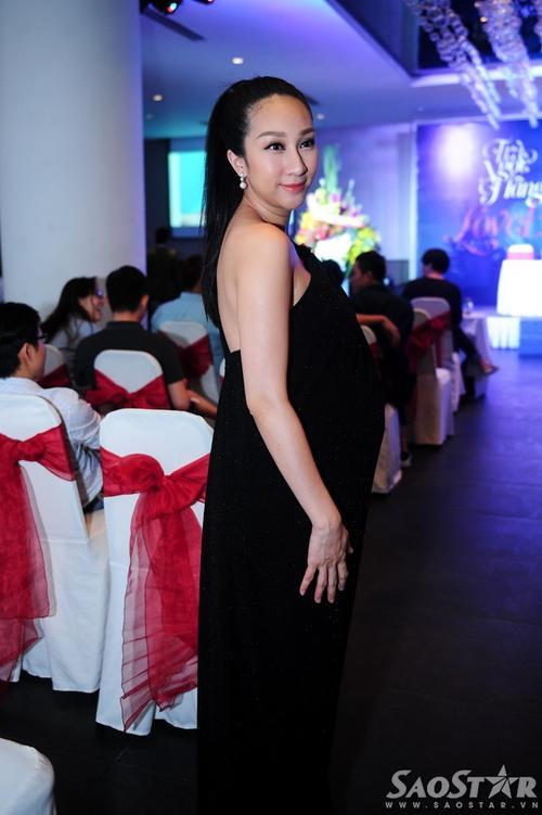 Ca sĩ - diễn viên Lều Phương Anh dù đang mang thai nhưng vẫn đến ủng hộ Trà Ngọc Hằng.