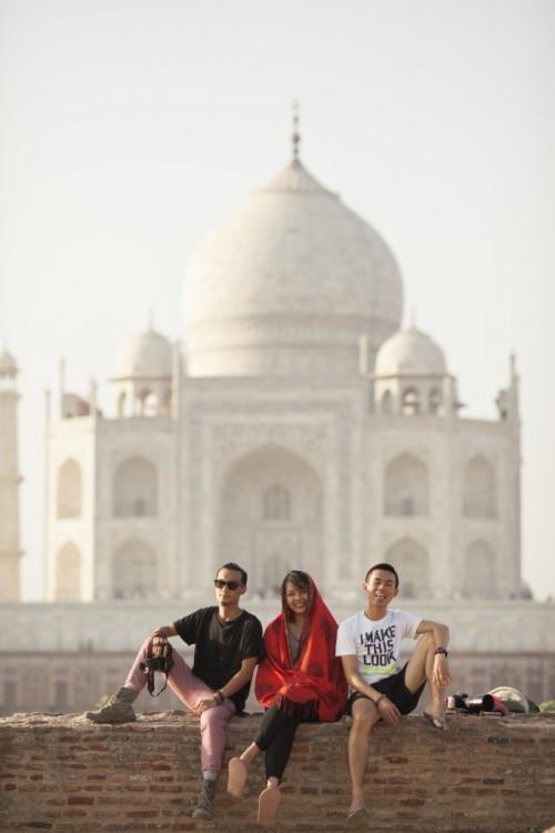 Taj Mahal_Voi 2 nguoi ban than