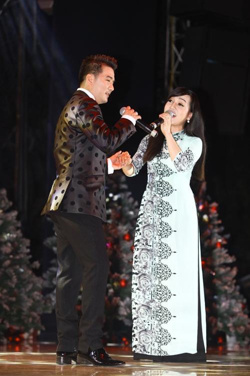 Giọng ca mượt mà Hà Vân dần khẳng định được mình trong lòng khán giả với Đà Lạt hoàng hôn và song ca cùng Đàm Vĩnh Hưng bài Lâu đài tình ái.
