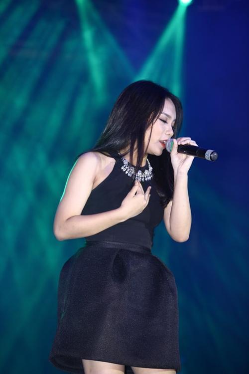 Vũ Thảo My - quán quân mùa 2 của Giọng hát Việt gửi đến người yêu nhạc hai tiết mục: Buông, Một ngày mùa đông.