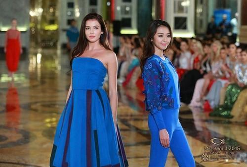 Hai người đẹp của Nga và Nhật trong phần thi Top Model.