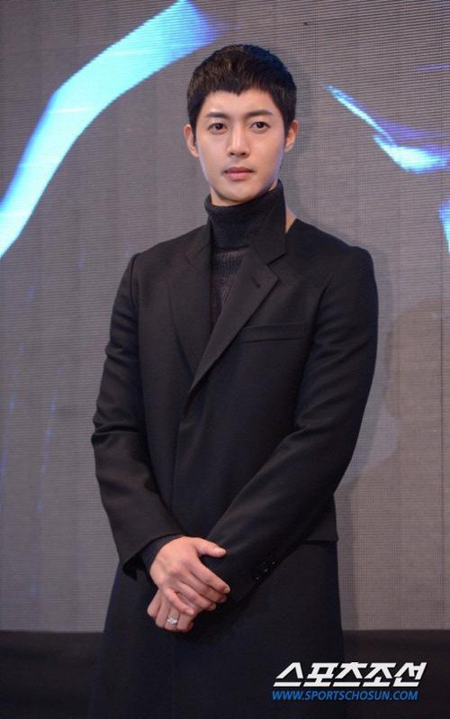 Kim Hyun Joong lặng lẽ đến bệnh viện rồi rời đi sau khi hoàn tất xét nghiệm.