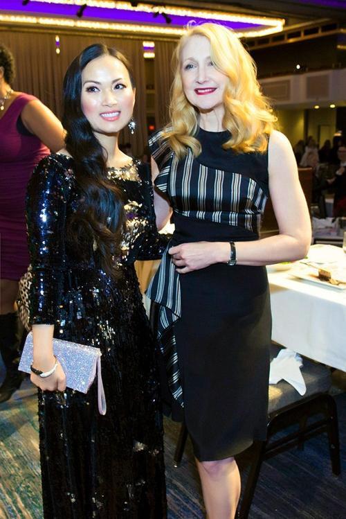 Giọng ca hải ngoại và Patricia Clarkson - nữ diễn viên từng thắng giải Emmy, cũng như nhận giải đề cử ở hàng loạt giải thưởng danh tiếng như Tony, Oscar, Quả Cầu Vàng…