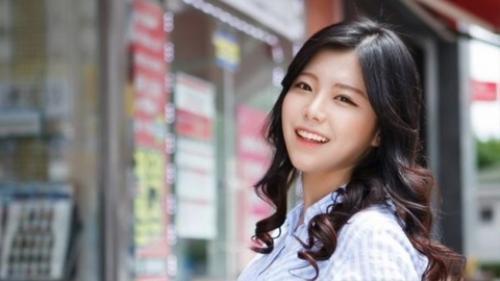 Kang Doo Ri đối mặt với nhiều khó khăn trước khi tự kết liễu cuộc đời.