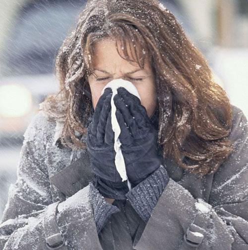 Các dấu hiệu dị ứng khi tiếp xúc với cây thông Noel thường bị nhầm lẫn với các triệu chứng mắc bệnh theo mùa.