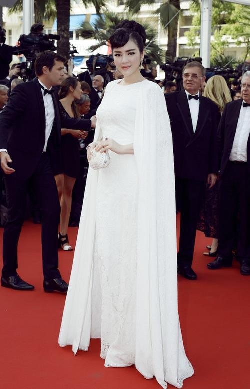 Tham dự LHP Cannes lần thứ 68, Lý Nhã Kỳ gây ấn tượng với gu thời trang sang trọng