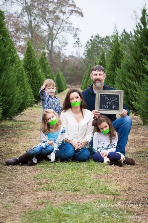 Bức ảnh gia đình gây tranh cãi
