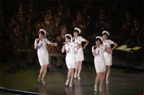 Nhóm nhạc nữ hủy chuyến công diễn tại Bắc Kinh và chấp nhận về nước. Ảnh: AP