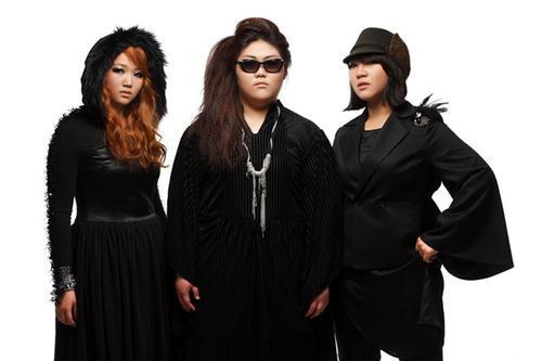 Bộ ba mũm mĩm Piggy Dolls ra mắt vào năm 2011, khiến Kpop phải chú ý vì đi ngược lại tiêu chuẩn ngoại hình thanh mảnh vốn tồn tại từ lâu. Sau hiệu ứng từ ca khúc mở màn Trend, công ty quản lý yêu cầu 3 thành viên giảm cân vì lý do sức khỏe. Cũng từ đây, cái tên Piggy Dolls không còn ấn tượng như ban đầu và dần biến mất.