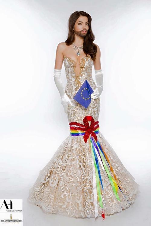 Quốc phục của Hoa hậu Áo Amina Dagi.