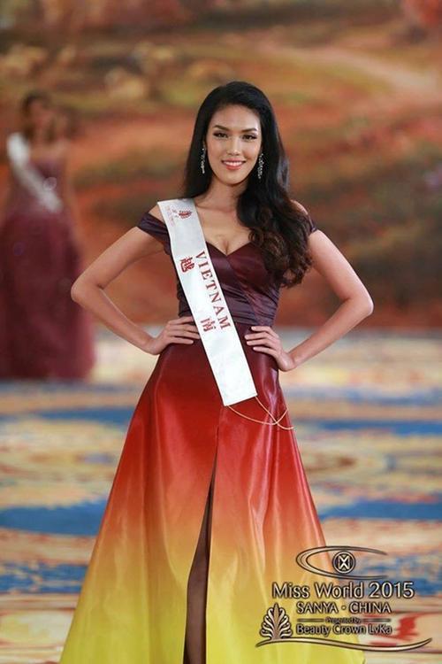 Bộ váy với cảm hứng ngọn lửa bùng cháy đã giúp Lan Khuê tỏa sáng tại Hoa hậu Thế giới 2015.