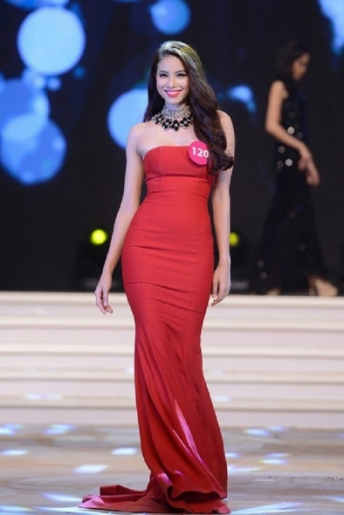 Có thể nói, Phạm Hương luôn nỗ lực không ngừng. Thua không nản, cô cố gắng hoàn thiện bản thân, đăng ký thi Hoa hậu Hoàn vũ 2015.