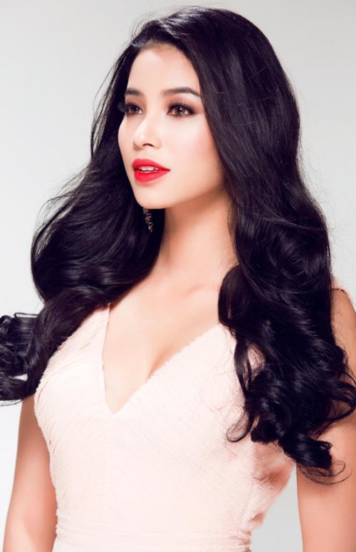 Cô chia sẻ vào năm 2014, cô đã tham gia cuộc thi Hoa hậu Việt Nam và trải qua nhiều lần kiểm tra sát sao. Tới khi tham gia Hoa hậu Hoàn Vũ 2015, Phạm Hương tiếp tục phải trải qua quá trình kiểm tra này nên tin đồn kia là vô căn cứ.