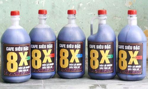 Song loại cà phê siêu đặc chủ yếu là hóa chất được dán nhãn, đóng can này tiềm ẩn nhiều mối họa.