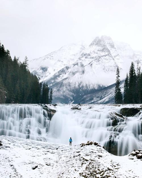 """ông cho rằng: """"Mọi người không hề biết họ có có thể làm được những gì để tận hưởng mùa đông hoặc ít nhất là thử một vài điều mới mẻ khi tiết trời thay đổi. Chúng ta vẫn chỉ quen với trượt tuyết, leo núi, đi xe kéo, câu cá trên băng... """"."""