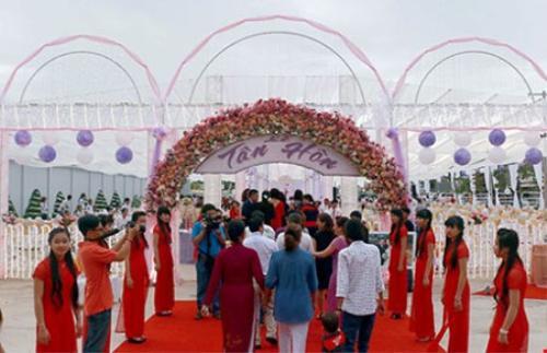 Mặt trước của rạp cưới.