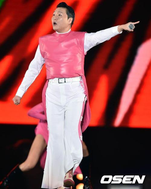 Concert của Psy sẽ kéo dài đến ngày 26/12. Trong khi đó, ca khúc Daddy nằm trong album mới của Psy tiếp tục đạt thứ hạng cao nhất trên các bảng xếp hạng Kpop.